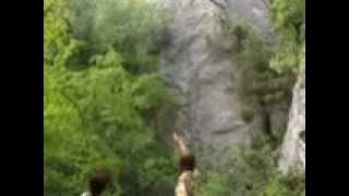 Экскурсия по горным тропам Массандровского дворца .avi(Экскурсию проводила местный гид, с очень оригинальным видением. По дороге мы увидели пещеры монахов отшель..., 2013-01-28T02:02:35.000Z)