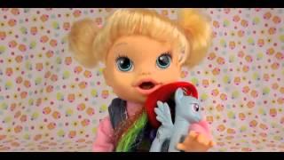 Куклы видео Пупсик Бэби Элайв Плей До кушает радужное пюре и какает в горшок Baby Alive на русском