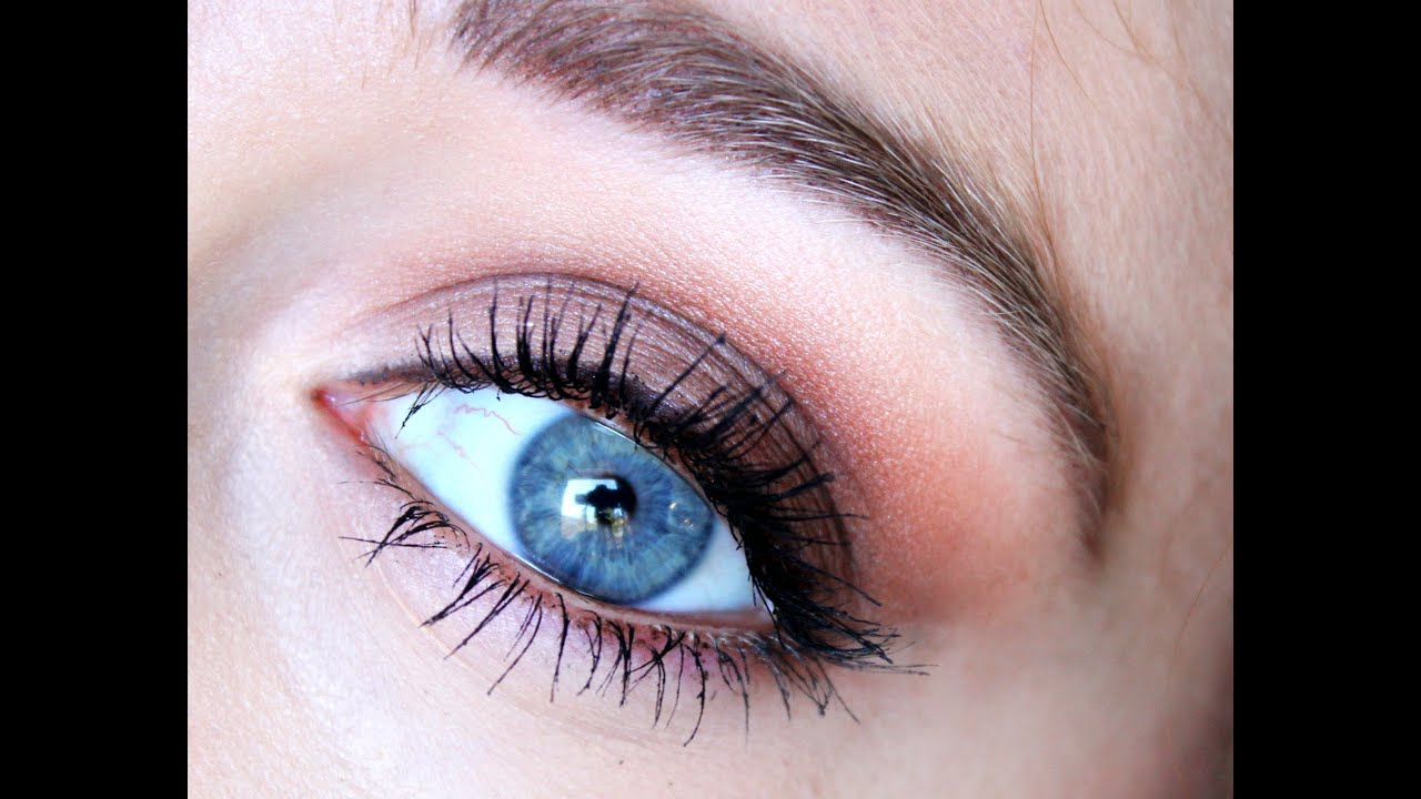 maquillage yeux bleus simple