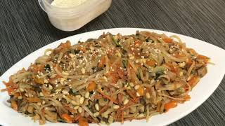 Вкусный ужин в кругу семьи Фунчоза с рисовой лапшой и грибами