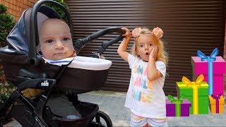 Bebelusul nu are jucarii | Jucariile sunt stricate | Primim jucarii noi | Video for kids | Anabella