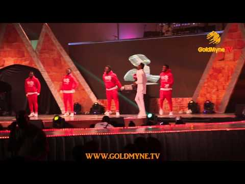 """I LOVE NIGERIA""... WATCH DIAMOND PLATNUMZ STEAL THE SHOW AT AFRIMA 2015"