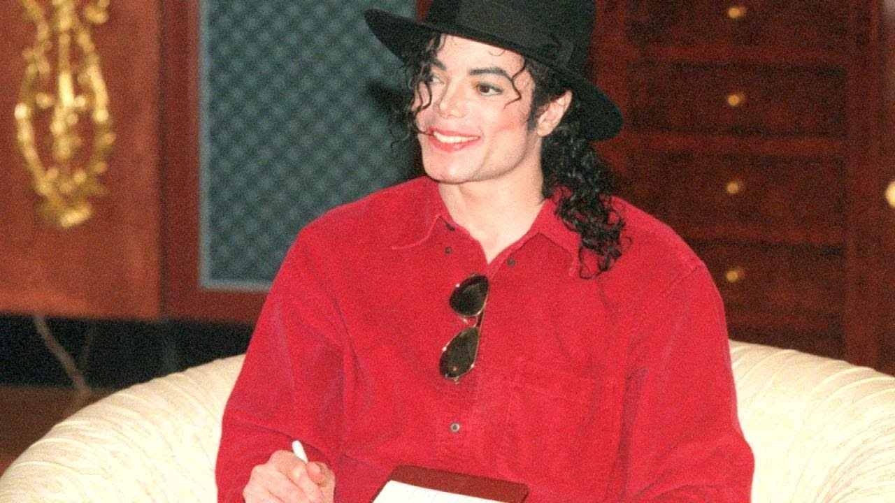 A racist crybaby name Wade Robson attacks Michael Jackson's character