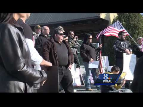 Protesters call on governor to keep Syrian refugees out of Pa.