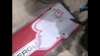 Odstranění barvy z plechu traktoru pískováním - použitá tlaková jednotka s jemným abrazivem
