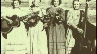 Coon Creek Girls - Banjo Pickin Girl (1944)
