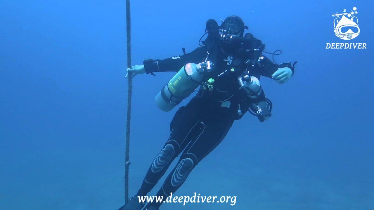 смотреть подводное стриптиз шоу