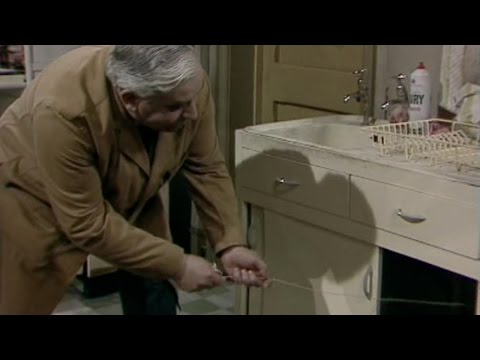 Open All Hours - s02e01 - Laundry Blues