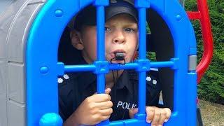 ALİ GÖREV BAŞINDA 🚓 Ali comes to help little kids, Funny videos