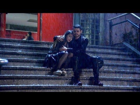 Simona y Romeo bajo la lluvia Greek subs