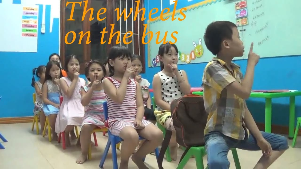 The Wheels On The Bus - Dancing With The Students (ver 2)