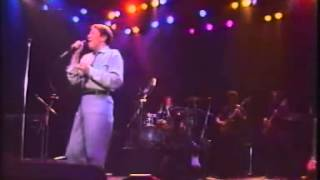 Favorite:  Robert Palmer:   Looking For Clues- Live