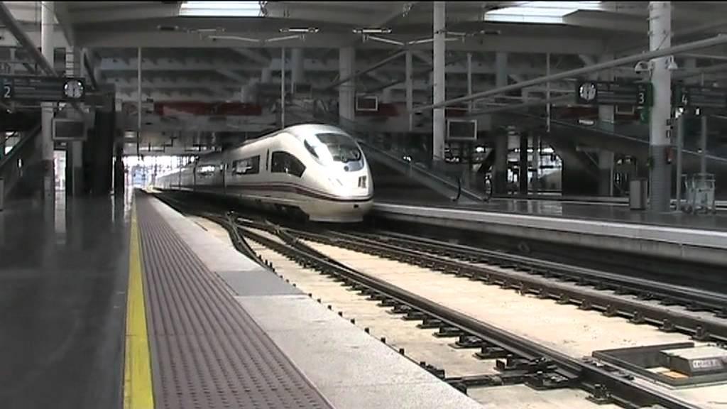 Madrid puerta de atocha todos los trenes ave youtube - Puerta de atocha ave ...