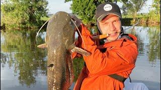 Первый выезд на рыбалку после запрета и сразу ТРОФЕЙНЫЙ СОМ Рыбалка в Астрахани на КВОК ЛЕТОМ