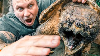 alligator-snapping-turtle-bites-fingers-off-brian-barczyk