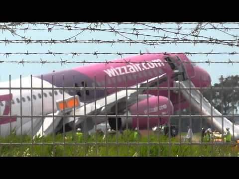 CRASH!! Wizz Air A320 Landed without Left Landing Gear