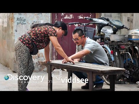 Story Collector - Nanjing's Biggest Hoarder Is Collecting More Than Antiques // Discovery on Viddsee