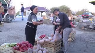 Sabirabadda satıcıları yalnız qadınlar olan bazar