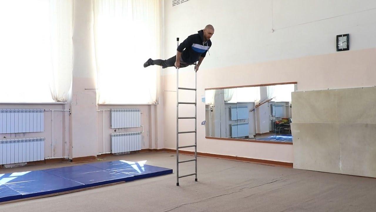 Делай то, чего не можешь! Amazing ladder act.