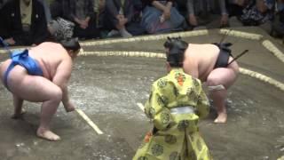 20150913 大相撲秋場所初日 照ノ富士 VS 碧山.
