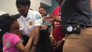 Louisiana Girl On a Mission to Hug Police