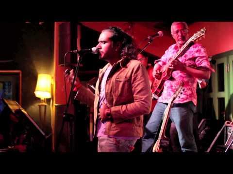 Mustafa Mustafa Kadhal Desam performed by Mohamed Noor, Pravin Saivi, Mohamed Raffee, Men In Groove