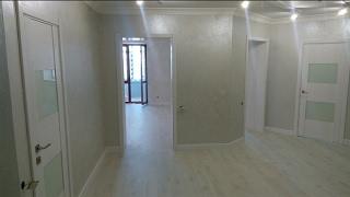 видео Белые межкомнатные двери в интерьере квартиры