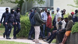 Беженцы напали на полицию и отбили гражданина Того