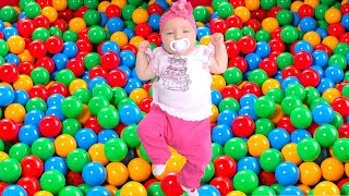 Learning colors in English with balls and toys with baby Diana
