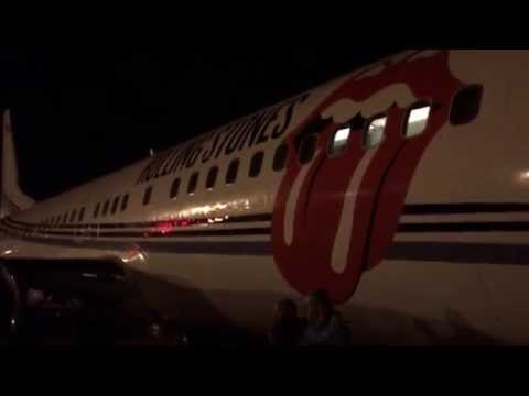 loading up the rolling stones jet