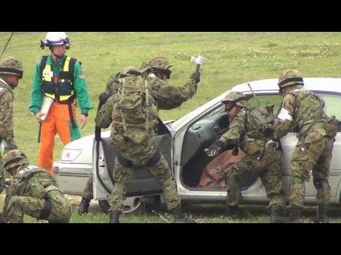 自衛隊による救助、警察による搬送 警視庁災害警備総合訓練2012