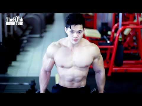 Rechie wong có 1 khuôn mặt học sinh nhưng thân hình như chiến binh nhìn khỏi chê
