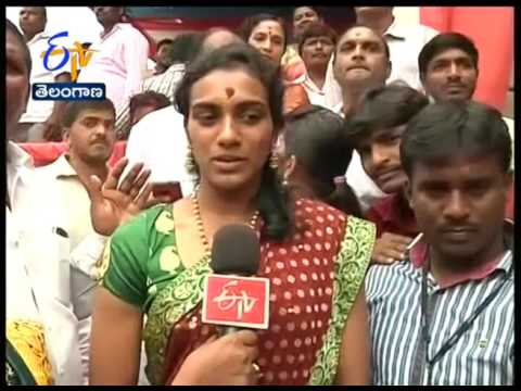 PV Sindhu Offers Special Prayers at Bonalu: ETV Exclusive