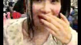 August 7th, 2009 Sasshi feeds Nacchan food from her bento. 100!
