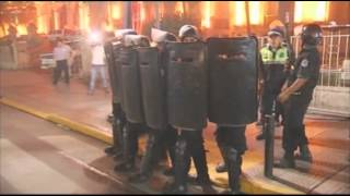 Raw: Police Clash With Protesters in Argentina