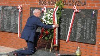 Z�o�enie kwiat�w pod pomnikiem 5. Pu�ku U�an�w Zas�awskich w Ostro��ce
