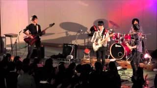 2015年10月31日に新潟県の高校文化祭にて企画された文化祭ライブより、...