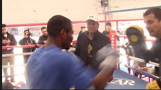 KO POWER !! SHANE MOSLEY SMASHES THE PADS UNDER WATCHFUL EYE OF ROBERTO DURAN / (FULL SESSION)