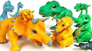 Giant insects attack Pororo! Help! Dino Mecard tiny dinosaur SD Triceratops! - DuDuPopTOY