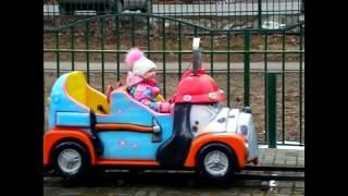 Веселимся в Парке Аттракционов для детей Настя играет на детской площадке Children's Playground