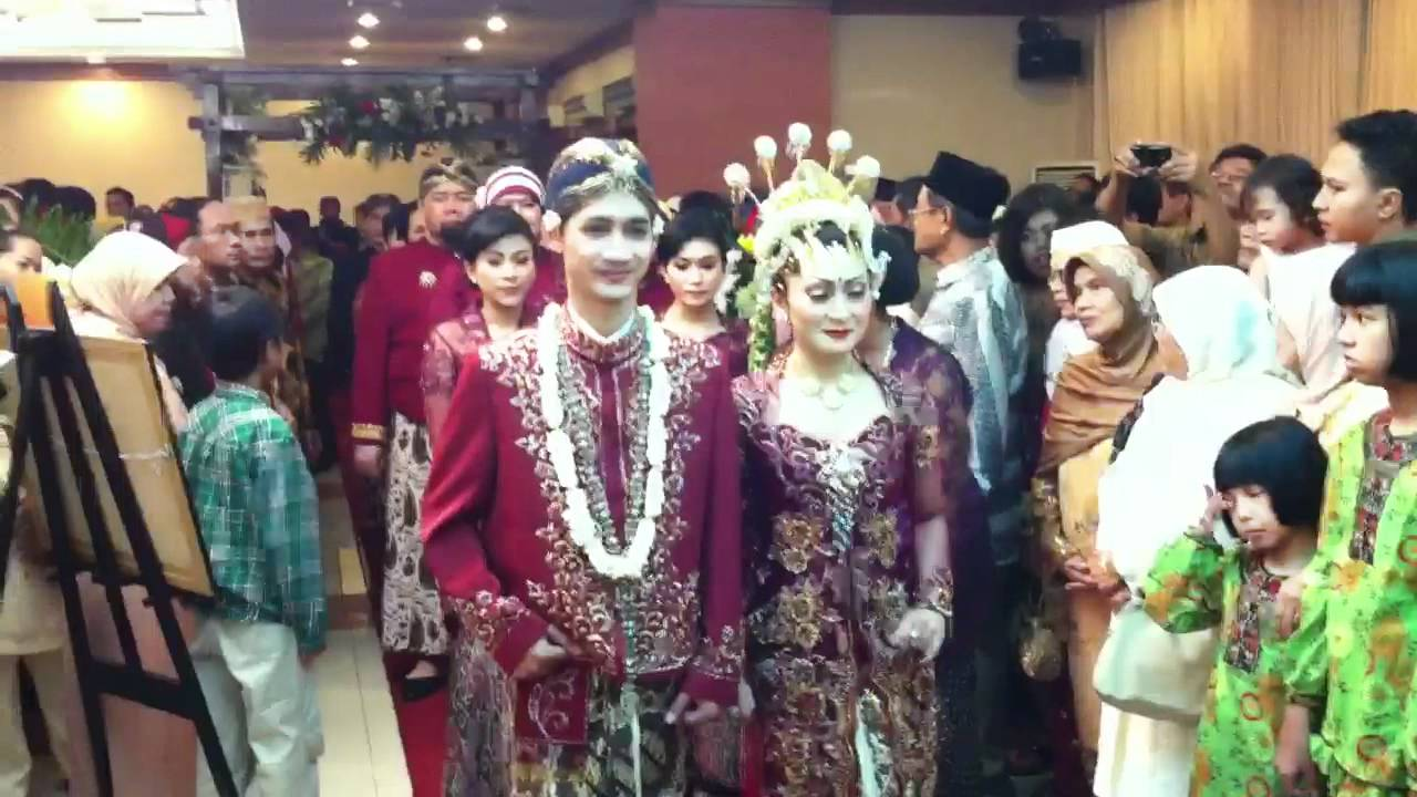 Indonesia Rituals Weddings And Funerals: Javanese - Yogyakarta. - YouTube