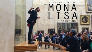 Kissing with the Mona Lisa painting