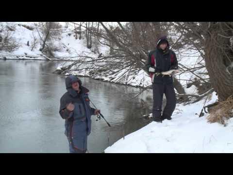Зимний спиннинг на малой реке в Новосибирске. Ловля на воблер зимой.