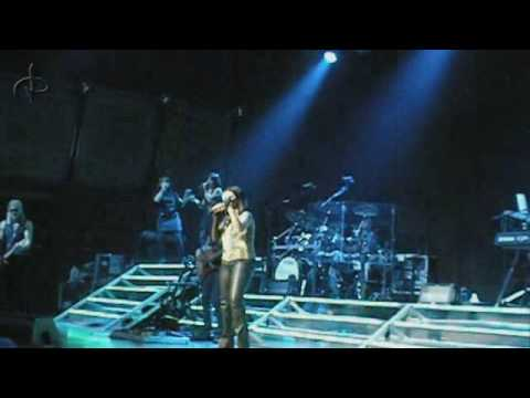Laura Pausini - Love Comes From The Inside [Avery Fisher Hall, NY]