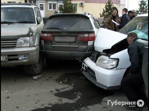 Пять припаркованных машин разбил пьяный водитель в Хабаровске.MestoproTV