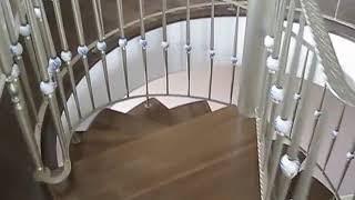 Лестница винтовая(Металлическая винтовая лестница со ступенями из дуба и ограждением из итальянских балясин со стеклянными..., 2012-10-30T11:50:26.000Z)