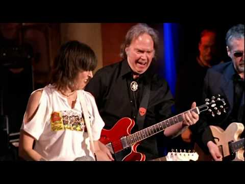 Pretenders-Neil-Young-perform-My-City-Was-Gone-at-the-2005-Hall-of-Fame-Induction-Ceremony