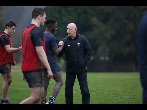 Rugby legend Shaun Edwards puts Seaford players through their paces