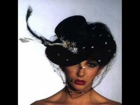Kate Bush - It Hurts Me