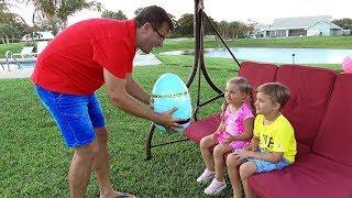 روما وديانا يلعبان بلعبة بيضة المفاجآت